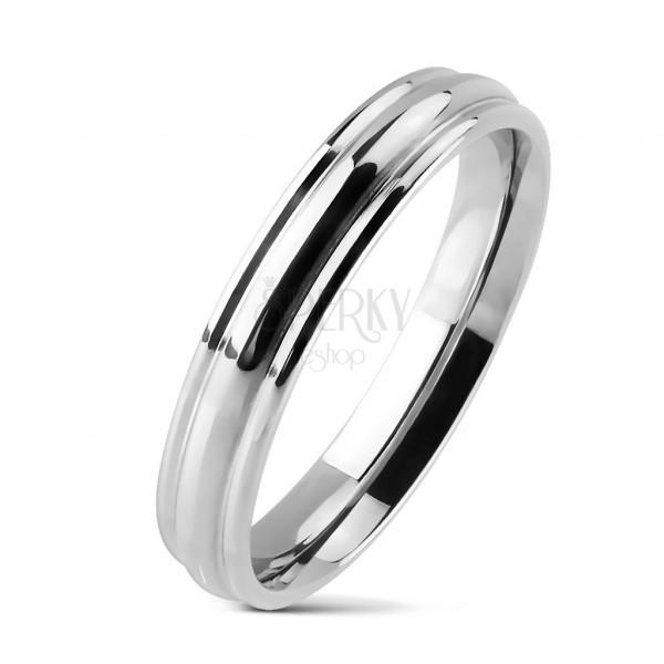 Polierter Ring aus Chirurgenstahl mit gewölbtem Streifen