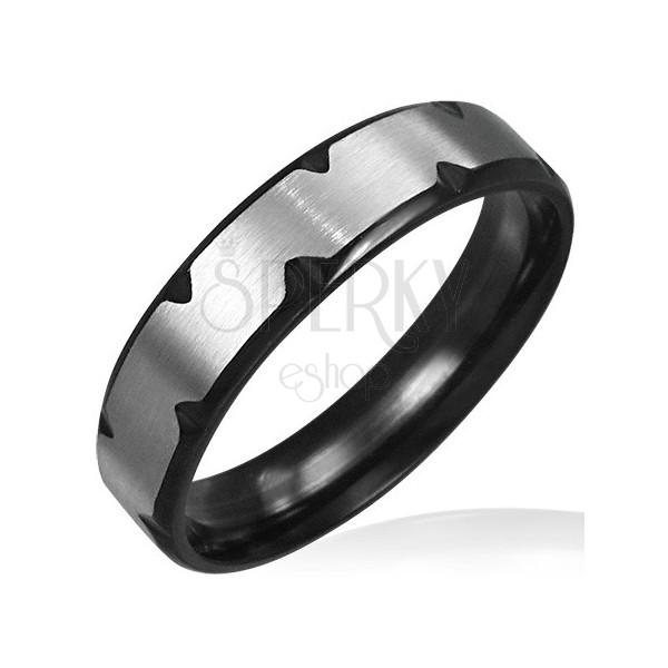 Silber-schwarzer Ring aus Edelstahl mit Einschnitten