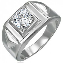 Massiver Ring geschmückt mit Zirkonia