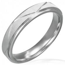 Ring aus Chirurgenstahl, mattiert mit schrägen Nuten