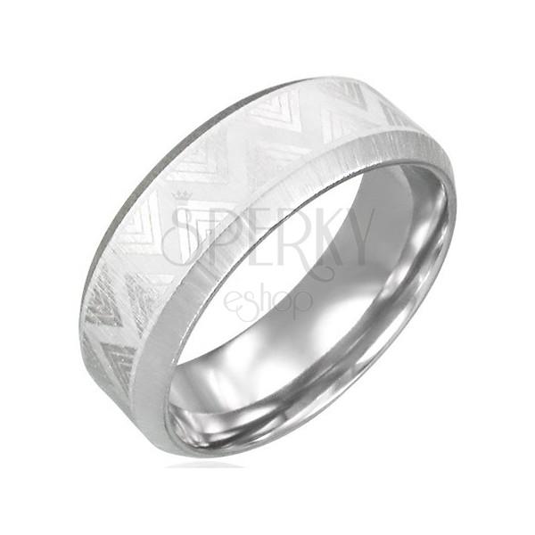 Ring aus Stahl mit Schrägkanten - Dreiecksmuster