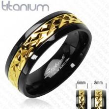 Schwarzer Titanring mit dekorativem Streifen in goldener Farbe