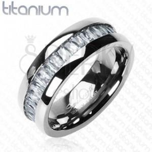 Ring aus Titan, besetzt mit rechteckigen Zirkonia