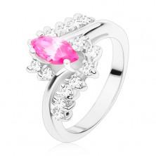 Ring in silberner Farbe mit rosa Korn und klaren Zirkonia, gebogene Schiene