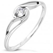 Ring aus Chirurgenstahl in silberner Farbe, runder klarer Zirkonia, gewellte Ringschiene
