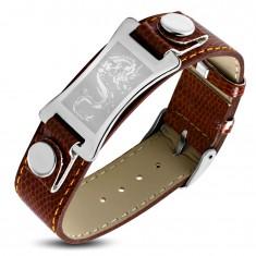 Armband aus braunem Kunstleder, silberfarbenes Edelstahlplättchen - Drachen