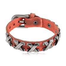 Zimtbraunes Armband aus Kunstleder und Edelstahl, silberfarbene Kreuze