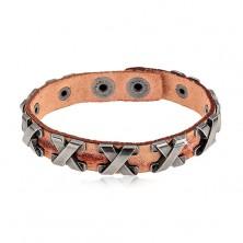 Armband aus Kunstleder in Zimtfarbe, silberfarbene Edelstahlkreuze