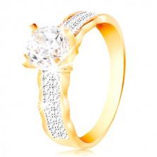 Ring aus 14K Gold - großer klarer Zirkon in einer Fassung, Zirkon Linien, gewellte Ränder