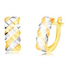 Ohrringe aus 14K Gold - matter Bogen mit einem zweifarbigen Gitter geschmückt