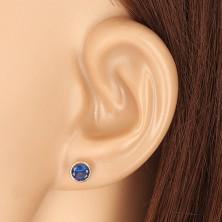 Ohrringe aus 585 Gelbgold - saphirblauer Zirkon in Fassung, Ohrstecker mit Schraubverschluss, 5 mm