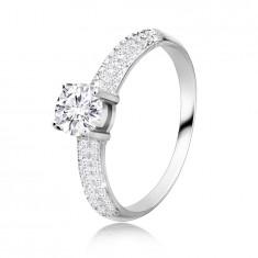 925 Silber Ring – runder Zirkon in einer Fassung, sich verbreiternde Zirkon-Ringschiene