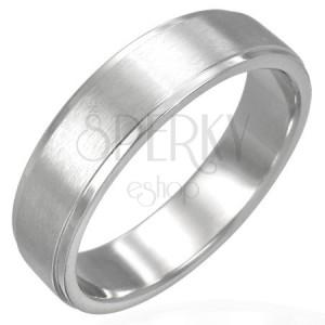 Ring aus Chirurgenstahl mit länglichem mattem Streifen