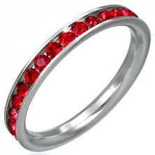 Ring aus Edelstahl komplett mit roten Zirkonia besetzt